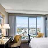 sheraton-onthe-falls-guestroomcityview