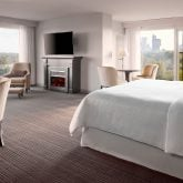 sheraton-onthe-falls-guestroomsuite